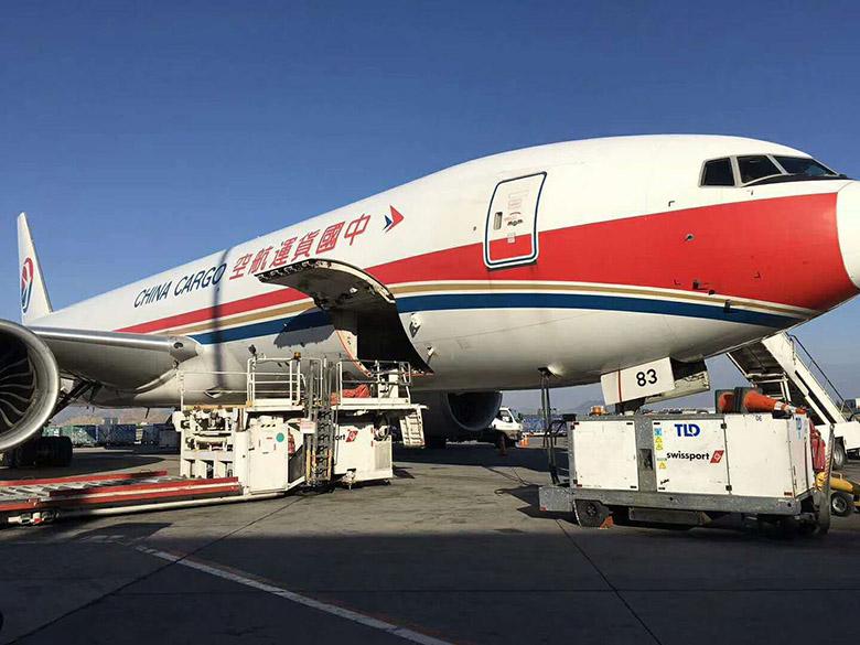 中国国际航空包机运输合同